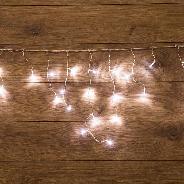 Бахрома световая Неон-Найт(1.8x0.5 м) Home 1.8 255-015Артикул - NN_255-015,Бренд - Неон-Найт (Россия),Серия - Home 1.8,Время изготовления, дней - 1,Ширина, мм - 1800,Высота, мм - 500,Лампы - светодиодная (LED),220 В; 0.0625 Вт,цвет: белый, 4000 K,Тип колбы лампы - пальчиковая точечная,Ресурс лампы - 50 тыс. часов,Класс электробезопасности - II,Общая мощность, Вт - 3,Лампы в комплекте - светодиодные (LED),Общее кол-во ламп - 48,Компоненты, входящие в комплект - контроллер,Степень пылевлагозащиты, IP - 20,Диапазон рабочих температур - от -20^C до +40^C,Масса, кг - 0, 304,Дополнительные параметры - 3 секций по 6 нитей, 8 режимов работы диодов<br><br>Артикул: NN_255-015<br>Бренд: Неон-Найт (Россия)<br>Серия: Home 1.8<br>Время изготовления, дней: 1<br>Ширина, мм: 1800<br>Высота, мм: 500<br>Лампы: светодиодная (LED),220 В; 0.0625 Вт,цвет: белый, 4000 K<br>Тип колбы лампы: пальчиковая точечная<br>Ресурс лампы: 50 тыс. часов<br>Класс электробезопасности: II<br>Общая мощность, Вт: 3<br>Лампы в комплекте: светодиодные (LED)<br>Общее кол-во ламп: 48<br>Компоненты, входящие в комплект: контроллер<br>Степень пылевлагозащиты, IP: 20<br>Диапазон рабочих температур: от -20^C до +40^C<br>Масса, кг: 0, 304<br>Дополнительные параметры: 3 секций по 6 нитей, &lt;br&gt;8 режимов работы диодов