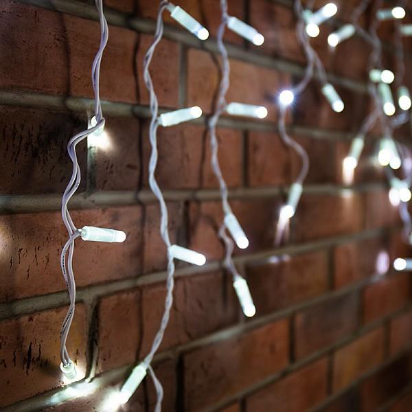 Бахрома световая Неон-Найт(0.6x4.8 м) LED-IL 255-137Артикул - NN_255-137,Бренд - Неон-Найт (Россия),Серия - LED-IL,Время изготовления, дней - 1,Рекомендуемые помещения - Улица,Ширина, мм - 4800,Высота, мм - 600,Лампы - светодиодная (LED),220 В; 0.06 Вт,цвет: белый, 4000 K,Сопоставление с лампой накаливания - в 15 раз,Тип колбы лампы - пальчиковая точечная,Ресурс лампы - 50 тыс. часов,Класс электробезопасности - II,Общая мощность, Вт - 11,Лампы в комплекте - светодиодные (LED),Общее кол-во ламп - 176,Степень пылевлагозащиты, IP - 44,Диапазон рабочих температур - от -40^C до +60^C,Масса, кг - 1, 12,Дополнительные параметры - длина нитей 20, 30, 40 и 60 см, 12 секций по 15 светодиодов (2, 3, 4, 6), расстояние между нитями 10 см, составная часть универсальной монтажной системы<br><br>Артикул: NN_255-137<br>Бренд: Неон-Найт (Россия)<br>Серия: LED-IL<br>Время изготовления, дней: 1<br>Рекомендуемые помещения: Улица<br>Ширина, мм: 4800<br>Высота, мм: 600<br>Лампы: светодиодная (LED),220 В; 0.06 Вт,цвет: белый, 4000 K<br>Сопоставление с лампой накаливания: в 15 раз<br>Тип колбы лампы: пальчиковая точечная<br>Ресурс лампы: 50 тыс. часов<br>Класс электробезопасности: II<br>Общая мощность, Вт: 11<br>Лампы в комплекте: светодиодные (LED)<br>Общее кол-во ламп: 176<br>Степень пылевлагозащиты, IP: 44<br>Диапазон рабочих температур: от -40^C до +60^C<br>Масса, кг: 1, 12<br>Дополнительные параметры: длина нитей 20, 30, 40 и 60 см, &lt;br&gt;12 секций по 15 светодиодов (2, 3, 4, 6), &lt;br&gt;расстояние между нитями 10 см, &lt;br&gt;составная часть универсальной монтажной системы