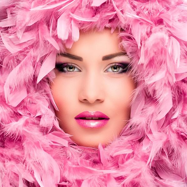 Картина (40х40 см) Девушка в розовых перьях HE-101-942 фото